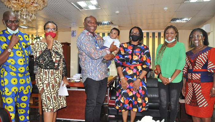 MOTHER PRESENTS MIRACLE CHILD TO VC, AE-FUNAI